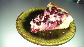 Часть, пирог, вишня, еда, вкусная, крупный план пирога вишни a отрезала в с вилку Стоковое Фото