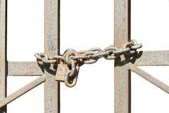 Часть покрытых ржавчин стробов металла с цепью и padlock Стоковая Фотография