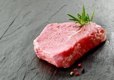 Часть постного сырцового стейка говядины Стоковое Изображение