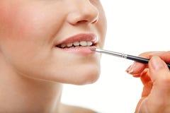 Часть привлекательной стороны ` s женщины с обнажённым составом губ стоковые изображения rf