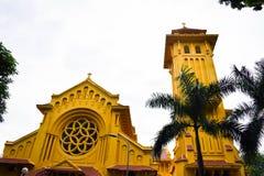 Часть приходской церкви на районе Hai Ly Hai Hau, Ha Noi, Вьетнама Много старых церков и много большой лоток соли внутри стоковая фотография