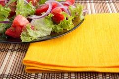 Часть прозрачного крупного плана плиты с солью свежего овоща Стоковые Фото