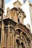 Часть роскошного фасада католического собора в столице Мальты Валлетты стоковые изображения