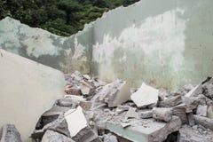 Часть сброса давления здания цемента стоковая фотография rf