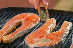 Часть свежего salmon филе с травами на a Стоковое фото RF