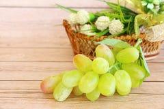 Часть свежих зеленых виноградин стоковые изображения rf