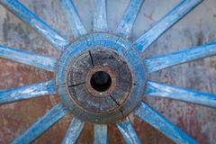 Часть старого проутюживенного, голубого колеса Стоковые Фото