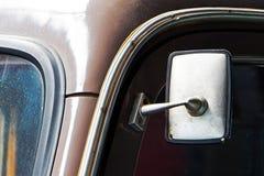 Часть старого пылевоздушного автомобиля и зеркала автомобиля Стоковое фото RF