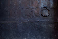 Часть старой двери металла Чернота выковала металлические листы Стоковое Изображение