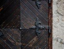 Часть старой средневековой двери стоковая фотография