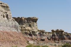 Часть стены каньона неплодородных почв стоковые фото