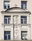 Часть стены дома с советским fretwork искусства стоковая фотография