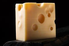 Часть сыра Эмменталя стоковое изображение rf