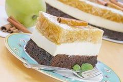 Часть торта яблока на плите Стоковое Изображение RF