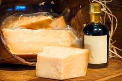 Часть трудного итальянского пармезана Reggiano сыра стоковые изображения rf