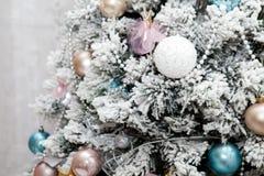 Часть украшенной рождественской елки Новый Год Стоковые Изображения RF