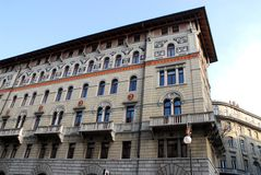 Часть фасада и сторона здания в Триесте в Friuli Venezia Giulia (Италия) Стоковая Фотография RF