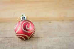 Часть шарика красного цвета рождества Стоковые Фотографии RF