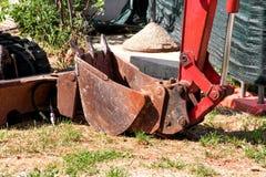 Часть экскаватора, машины бульдозера и трактора работника, крупного плана Реновация на пути Машинное оборудование дороги на строи Стоковая Фотография RF