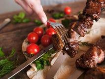 Часть shish-kebab принята от протыкальника Стоковое Изображение RF