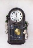 Часы античного Нового Года на стене с рождеством забавляются Стоковые Изображения RF