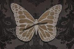 Часы бабочки на стене иллюстрация вектора