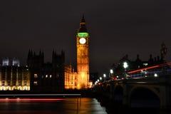 Часы башни большого Бен Londonв ноче освещают | долгая выдержка Стоковое Изображение