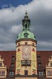 Часы башни Лейпцига на старой городской площади Marktplatz, Лейпциг, Стоковая Фотография