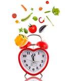 Часы в форме сердца с овощами. Стоковое фото RF