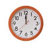 часы древесины коричневого цвета картины в 12 часах изолированной на белизне Стоковое фото RF