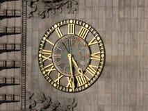 Часы - золото стоковые изображения