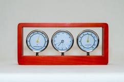 Часы и влагомер термометра изолированные на белой предпосылке Стоковое Фото