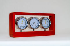 Часы и влагомер термометра изолированные на белой предпосылке Стоковое Изображение RF