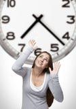 Часы и женщина стоковая фотография