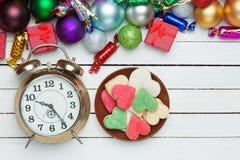 Часы и печенья Стоковая Фотография