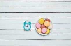 Часы и macaron Стоковые Изображения