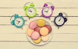 Часы и macaron Стоковая Фотография RF