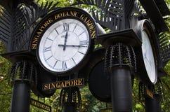 Часы мира около сада орхидеи в садах Сингапура ботанических Стоковые Фотографии RF