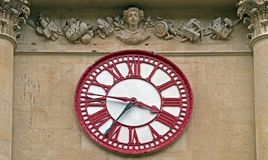 Часы на хлебной бирже в Бристоле, Великобритании стоковые фотографии rf