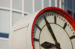 часы показывая время Стоковые Изображения RF