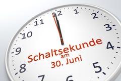 Часы показывая секунду перескакивания на 30-ое июня в немецком языке Стоковая Фотография