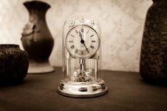 Часы полки старого стиля стоковые фотографии rf