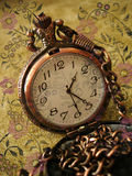 часы предпосылки старые Стоковые Изображения