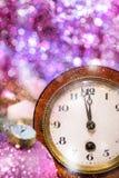 Часы рождества с праздничным украшением Стоковое Изображение