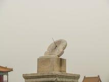 Часы солнца запретного города Пекина стоковое фото