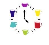 Часы сделанные размеров и типов красочных чашек различных время чая питья к Стоковая Фотография RF