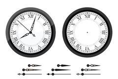 Часы с римскими согнутыми цифрами Стоковая Фотография