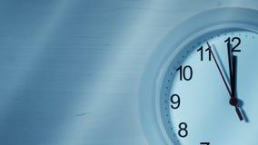Часы тикая показывающ 12 часов Стоковая Фотография