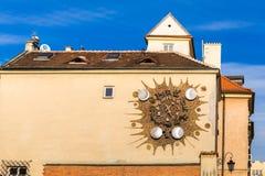 Часы Sigismund на Варшаве в Польше стоковые фото