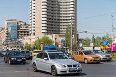 Час пик в центре города квадрата университета города Бухареста Стоковая Фотография